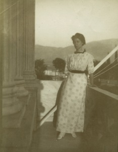 Zillah Pierce Dinsmoor on the balcony of the Director's House at ASCSA