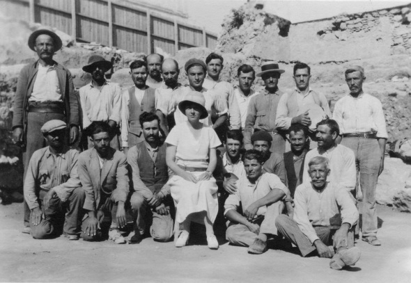 Dorothy Burr and her excavation team. Athenian Agora Excavations, 1932