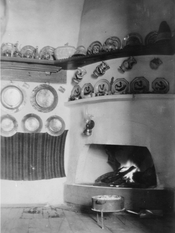Skyros, house interior with hearth (φουγού), 1931. Dorothy Burr Thompson Photographic Collection