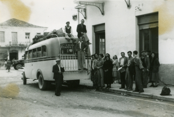 ASCSA students at Sparta, Sept. 1949. One can discern Evelyn Harrison (5th from right) and Anne Benjamin (in pants standing against the back side of the bus). ASCSA Archives, Evelyn Lord Smithson Photographic Collection.